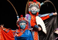 Magical Sichuan opera turns hostile(变脸艺术),the whole body changed